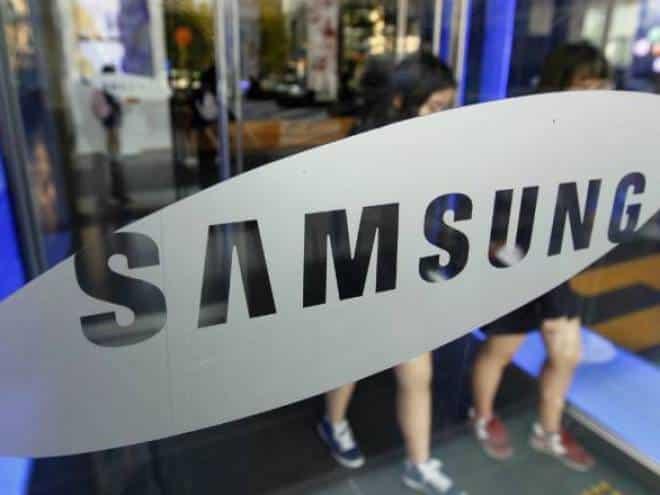 Vazam fotos do celular de flip da Samsung