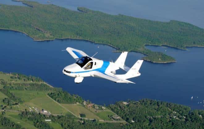 Carro voador faz sua primeira aparição pública