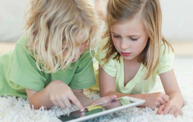 Jogar videogame uma hora por dia faz bem às crianças, diz pesquisa