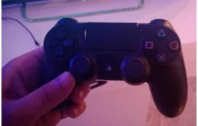 Na mão: PS4 evolui, mas não justifica os R$ 4.000