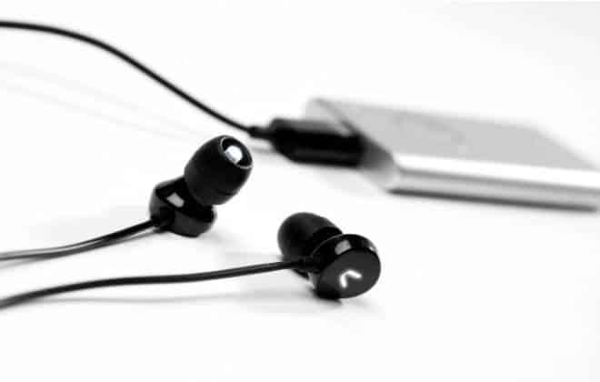 Aparelho emite luz no ouvido para deixar usuários mais felizes