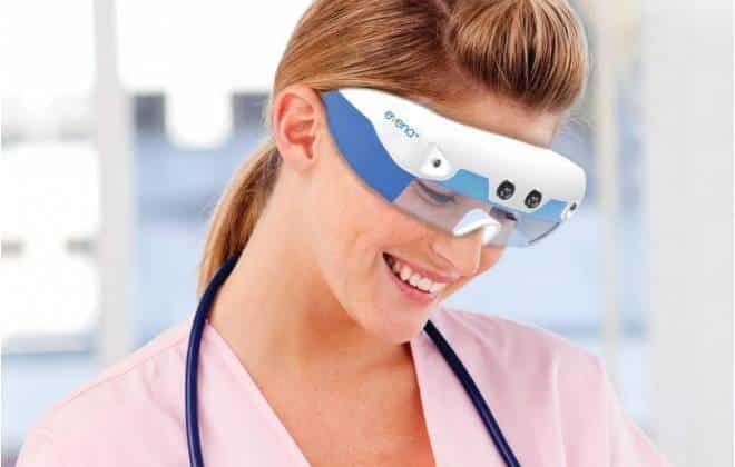 Óculos especiais para médicos permitem ver por baixo da pele