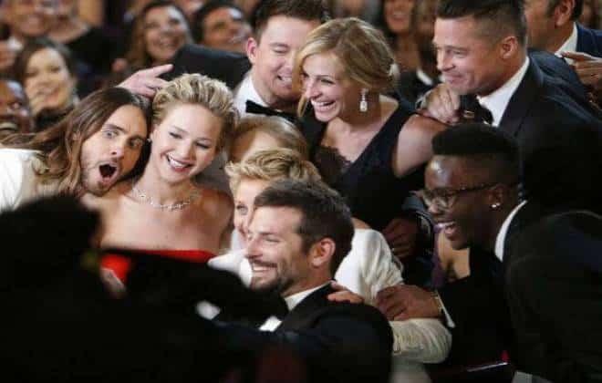 'Selfie' no Oscar deixa Samsung bem na foto