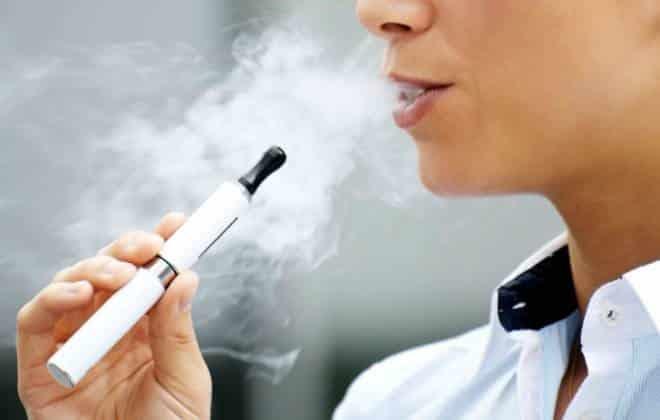 Philip Morris cria e-cigarro que ajuda a parar de fumar