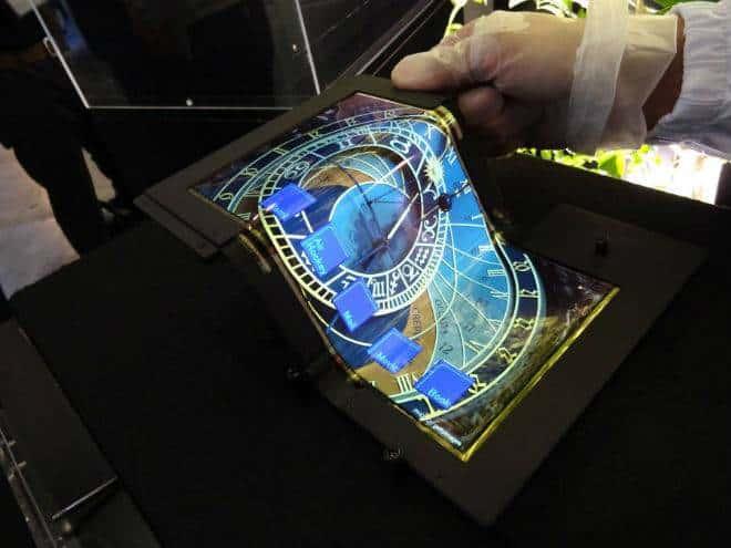 Japão mostra tela que pode ser dobrada em três partes