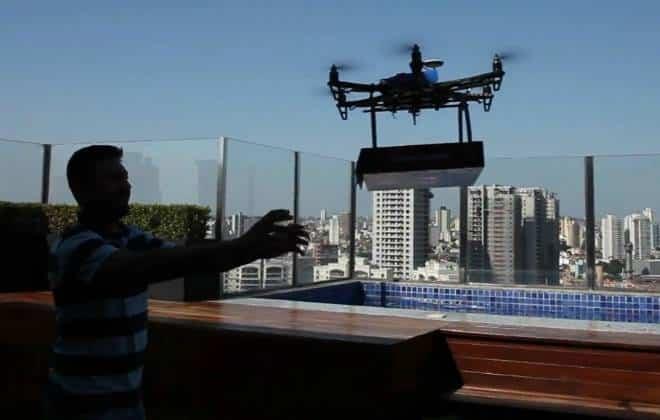 Pizzaria paulista utiliza drone para realizar entrega