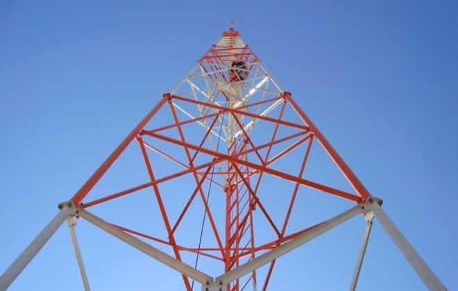 Congresso aprova lei que acelera instalação de antenas de telefonia