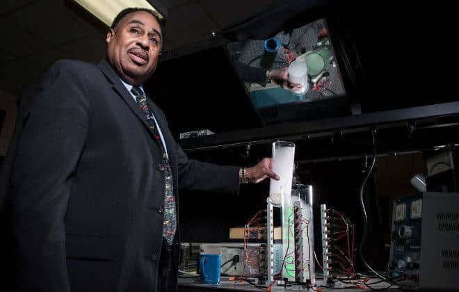 Físico quer construir máquina do tempo para reencontrar pai morto há 60 anos