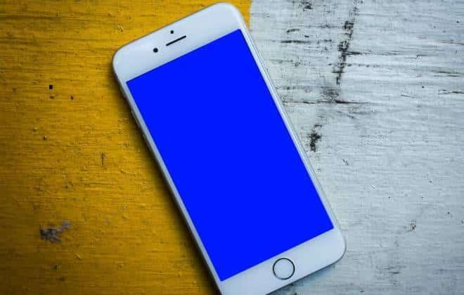 """Usuários do iPhone 6 relatam """"tela azul da morte"""" nos EUA"""