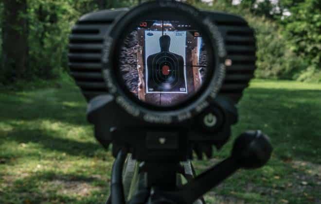 Hackers conseguem invadir rifle e alterar direção de tiro