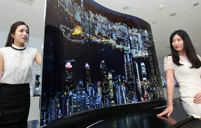 LG demonstra TV de 111 polegad...