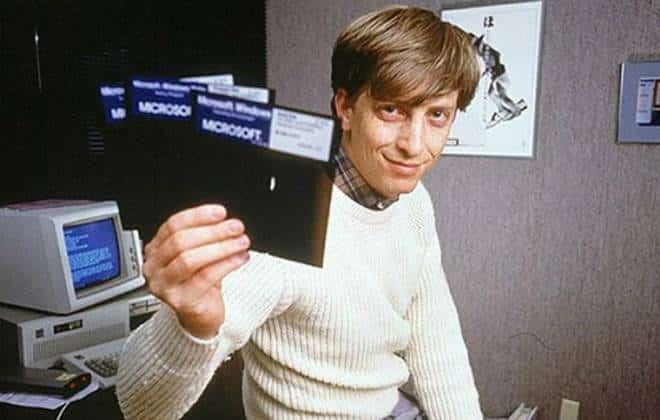 Bill Gates decorava placas de carros dos funcionários para controlar horários