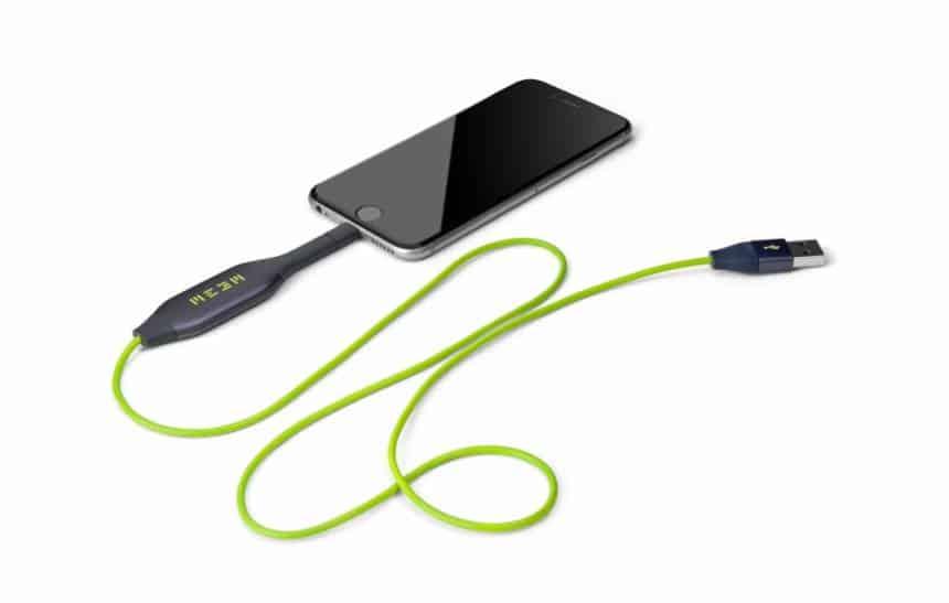 Conheça o cabo que carrega o celular enquanto faz backup de arquivos