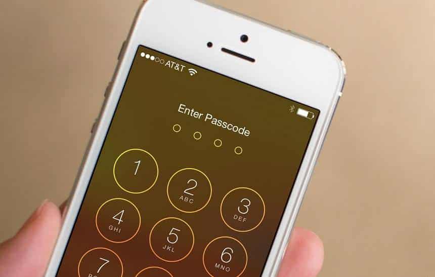 Especialista mostra como é fácil driblar o bloqueio de tela de um iPhone
