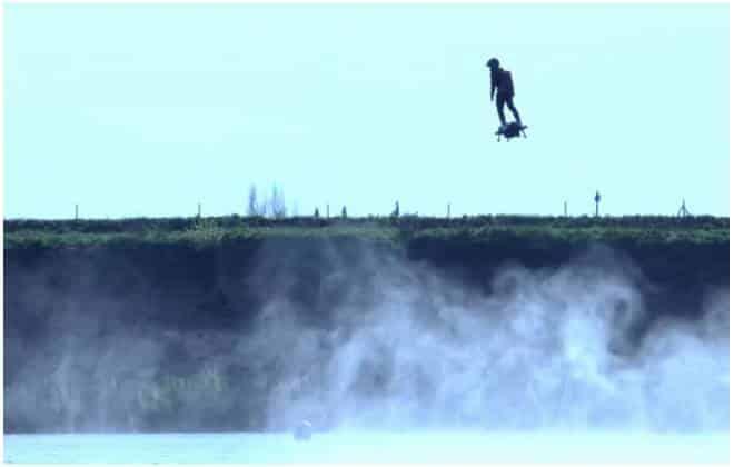 hoverboard com querosene atinge 30 metros de altura e voa a 150 km h. Black Bedroom Furniture Sets. Home Design Ideas