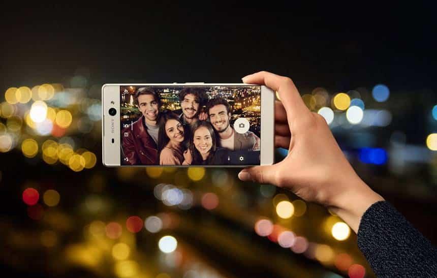 Gigante, Xperia XA Ultra faz selfies com qualidade, mas peca nos acess�rios