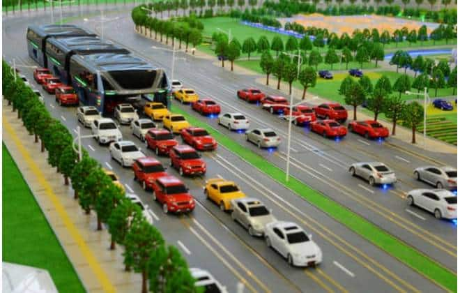 'Revolucionário', ônibus chinês que circulava sobre os carros era uma fraude
