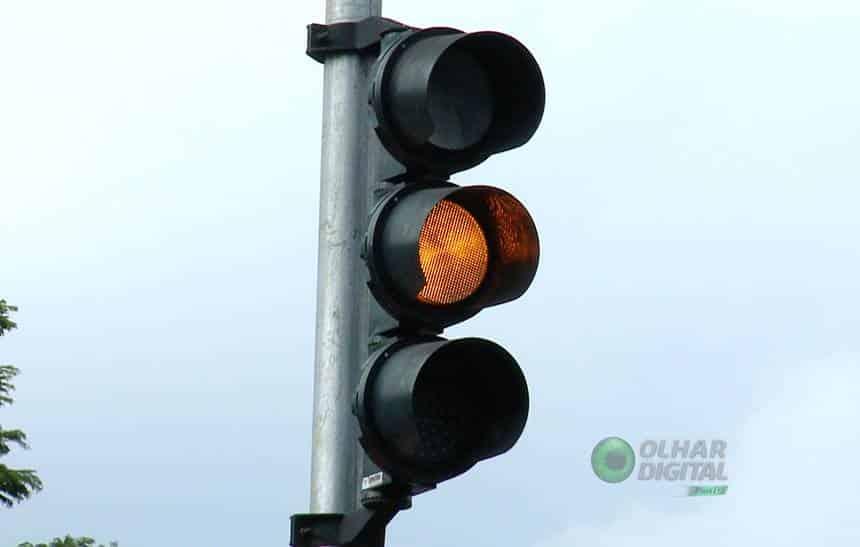 Sem�foros inteligentes t�m nobreak, 3G e at� GPS - mas s�o poucos