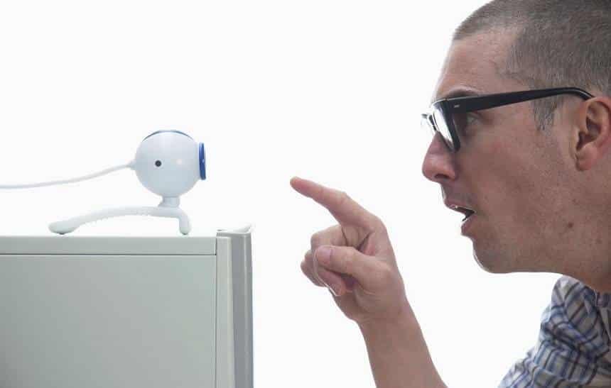 4 dicas para n�o ser espionado atrav�s da sua webcam
