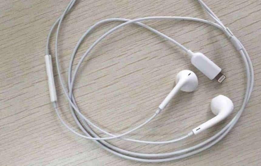 Imagens vazadas mostram fones da Apple com conector Lightning