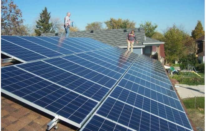 Pela primeira vez, energia solar cresce mais do que combustíveis fósseis