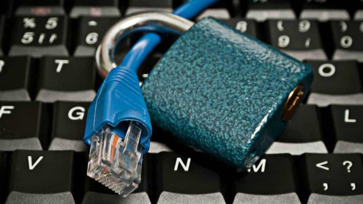 Bloqueio internet banda larga cadeado