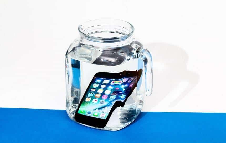 iPhone 7 sobrevive a congelamento em Coca-Cola e a �gua fervente