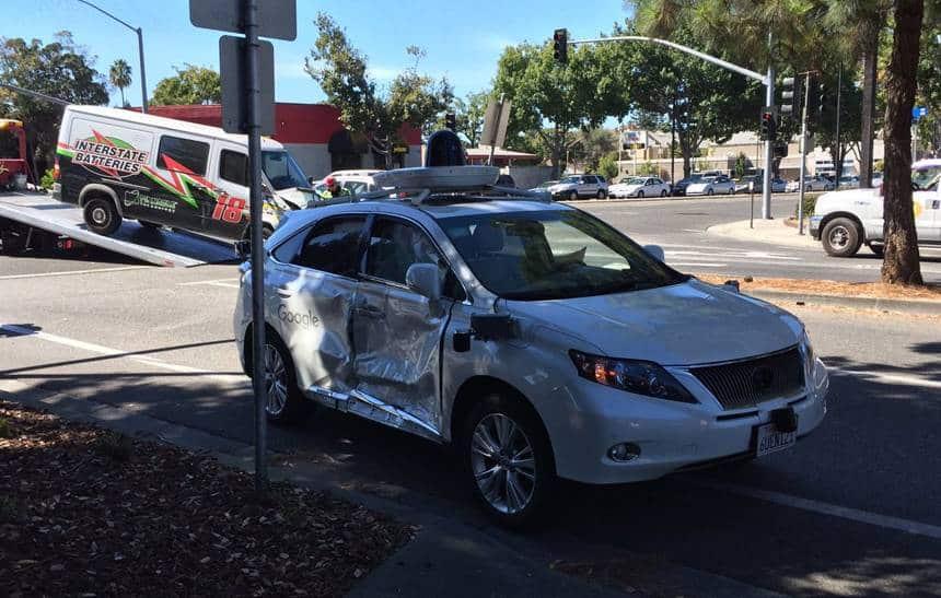 Carro aut�nomo do Google � parcialmente destru�do em acidente