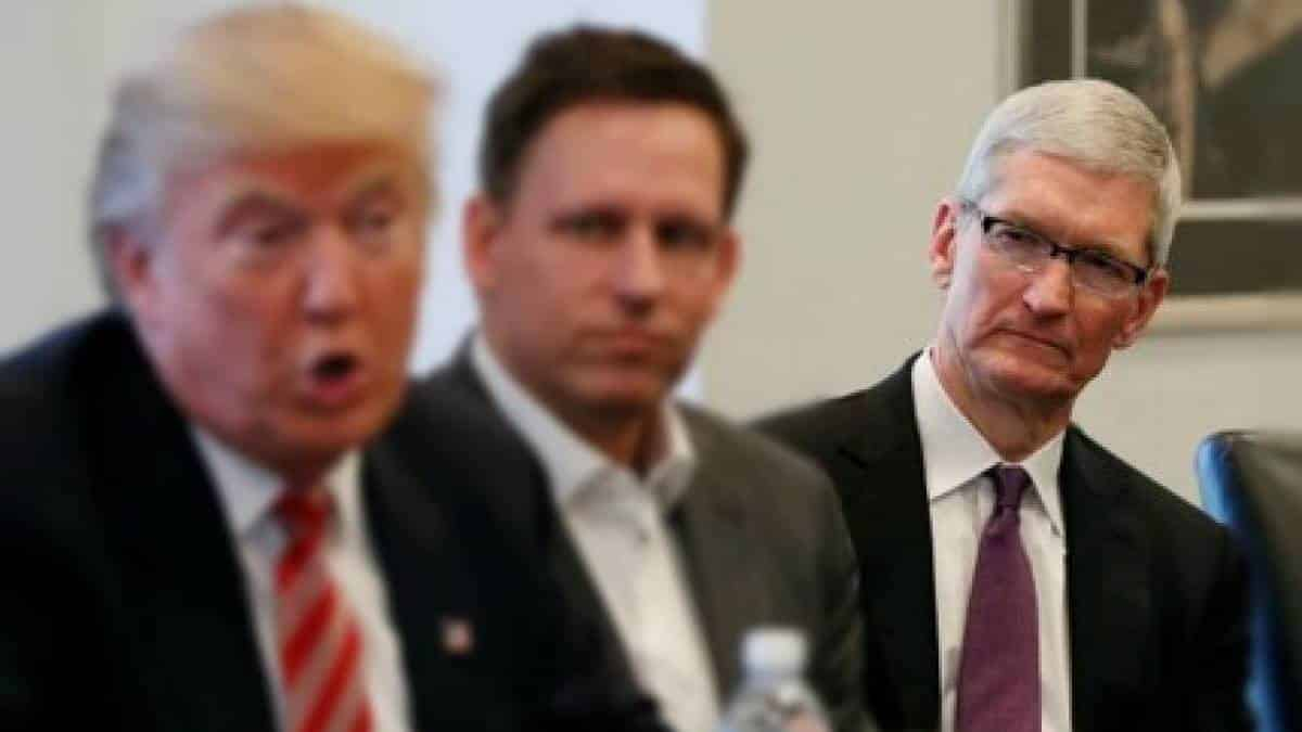 Tim Cook Donald Trump
