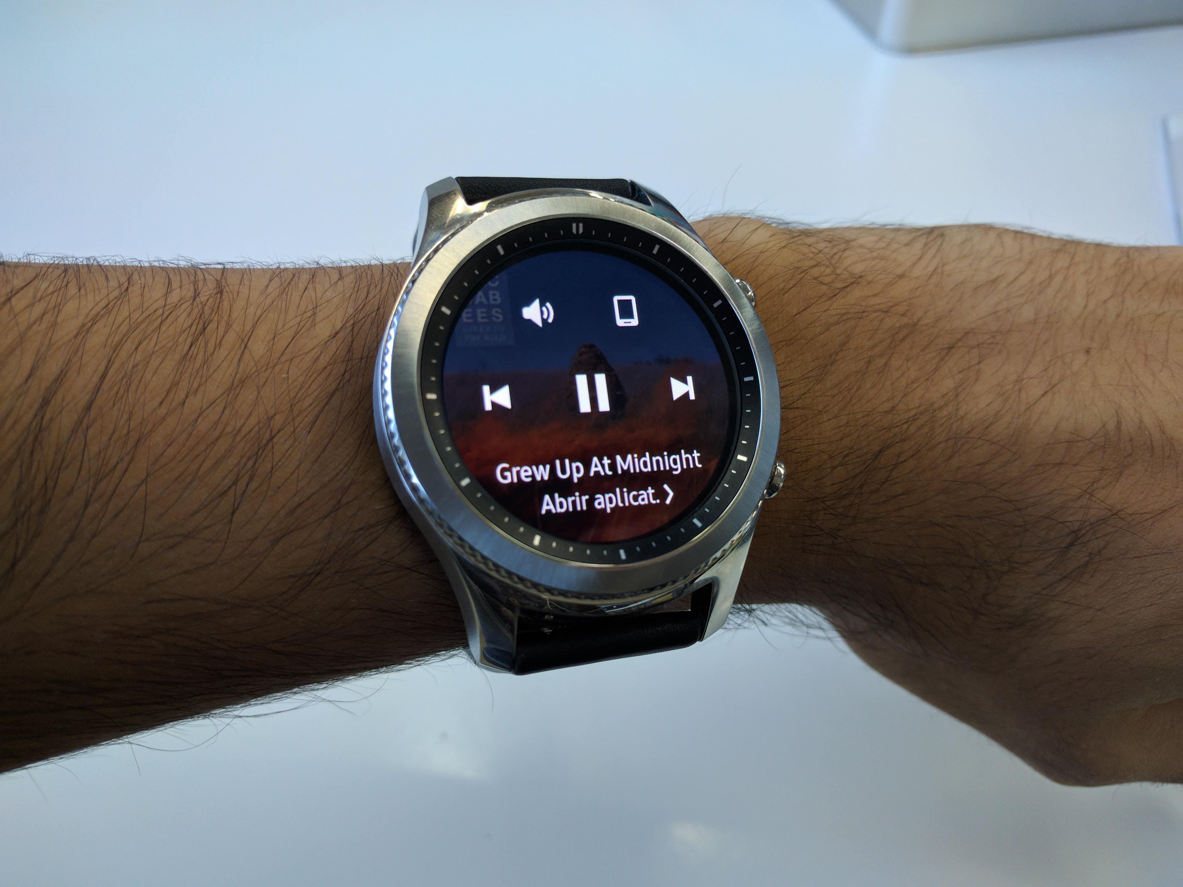 edf5d023d65 Parear o relógio com um celular Android que não seja um top de linha  recente da Samsung é uma tarefa um tanto ingrata. É preciso instalar nada  menos do que ...