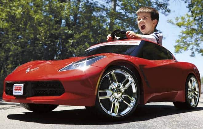 Garoto de 8 anos aprende a dirigir pelo YouTube e rouba carro do pai