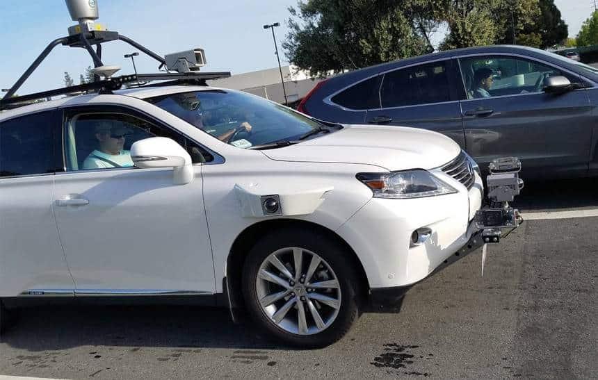 Carro com sistema autônomo da Apple é flagrado na rua