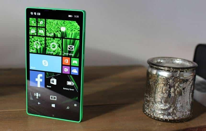 Microsoft quase lançou Lumia sem bordas em 2014; conheça o protótipo