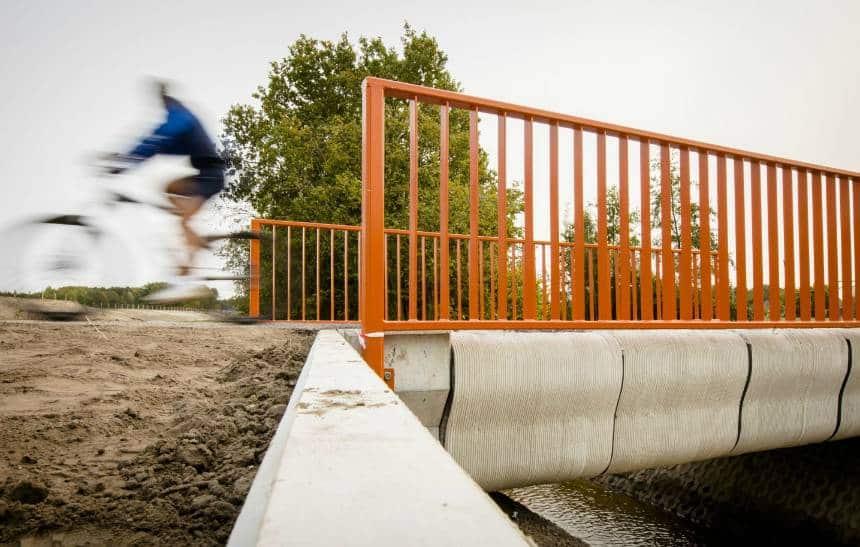 Holanda inaugura primeira ponte de concreto impressa em 3D do mundo