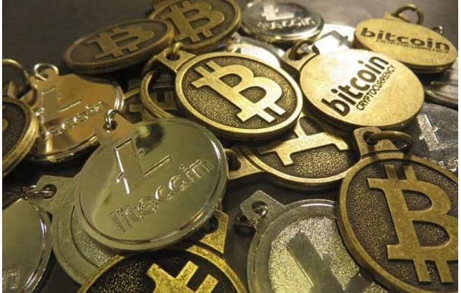 A bitcoin desabou no último mês? Veja como outras moedas mais baratas reagiram