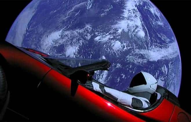 Site mostra trajetória do carro enviado ao espaço pela SpaceX em tempo real