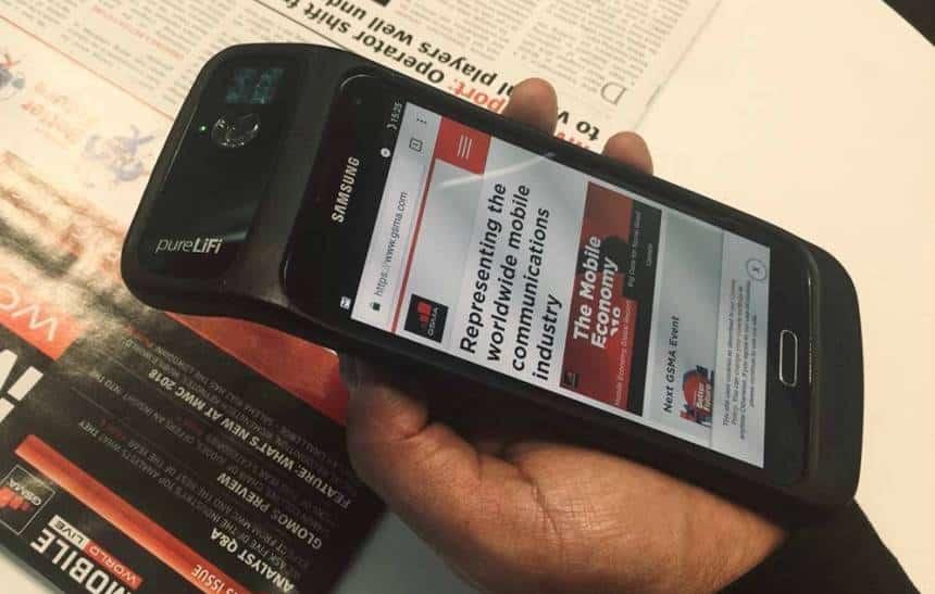 Nova capinha de celular vem com internet por luz