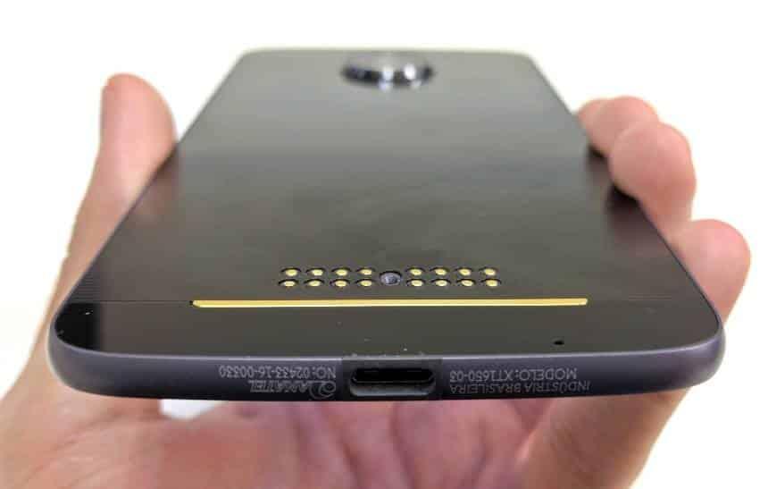Surgem imagens do Moto Z3 Play, que pode vir sem entrada para fones de ouvido