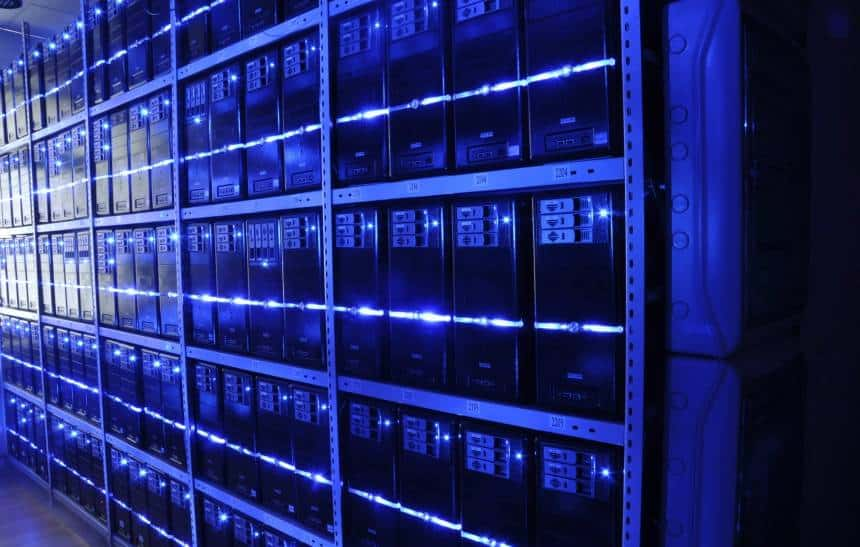 China hackeou servidores da Apple e da Amazon usando microchip, diz Bloomberg