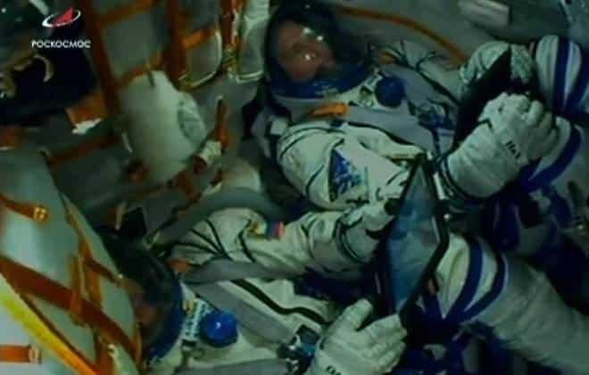 Tem Na Web - Astronautas escapam de foguete defeituoso minutos após lançamento