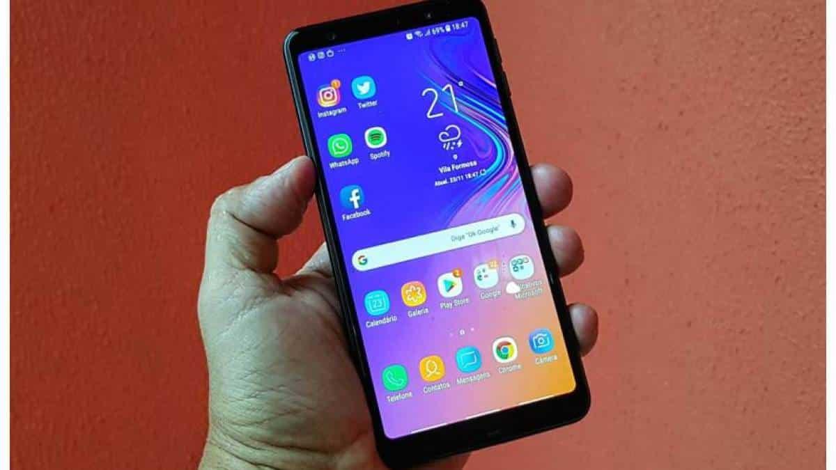 33d6643502 Review do Samsung Galaxy A7 2018  câmera tripla é um diferencial neste  celular
