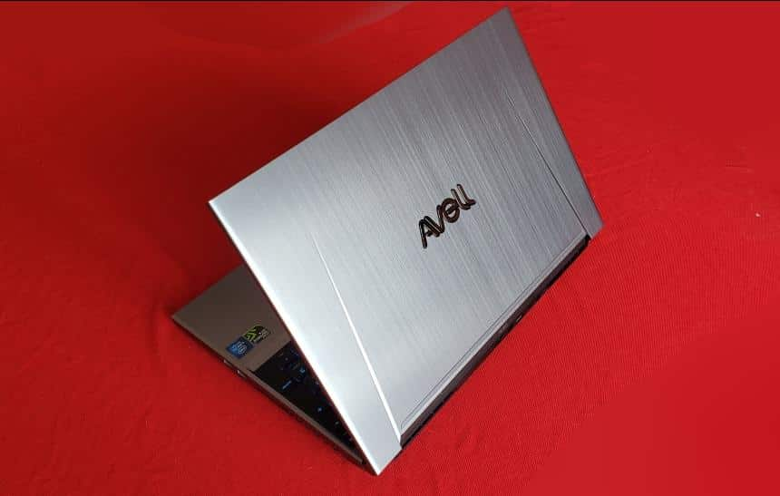 Review do notebook Avell G1550 Fox: acerta no desempenho e erra na bateria
