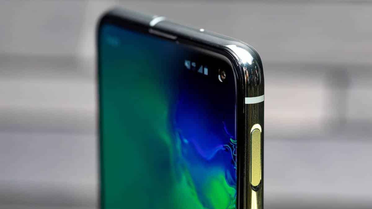 581944e18 Por que uma pequena luz pisca na tela do Galaxy S10 durante as chamadas?