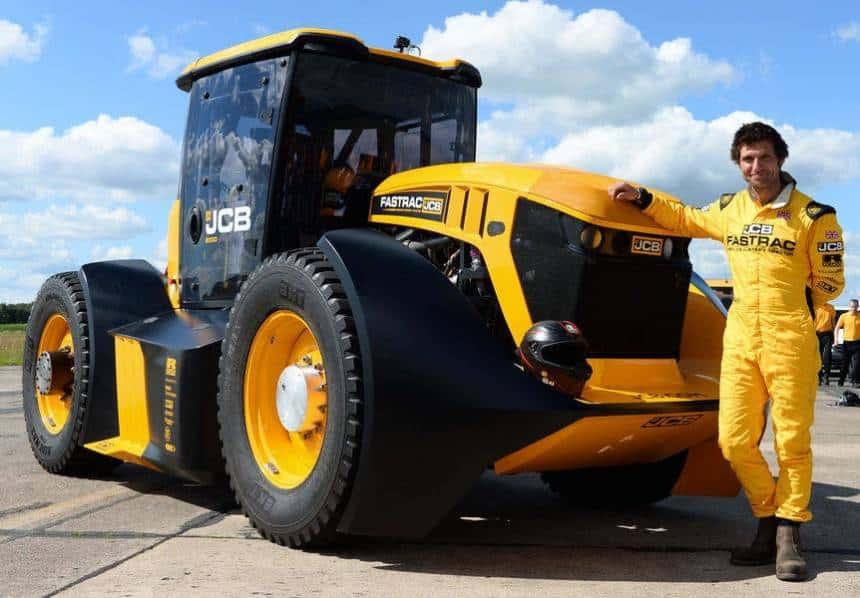 Este trator agrícola foi desenvolvido em conjunto com uma equipe de F1 e atinge 166 km/h 2
