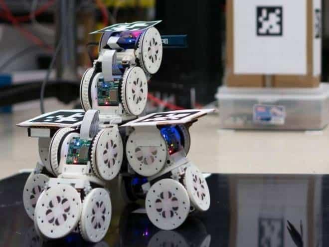 Robôs modulares realizam façanha