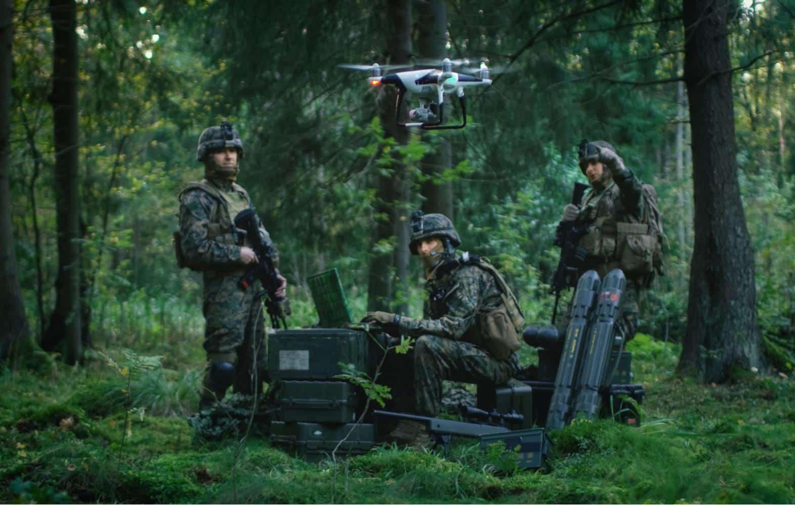 Desenvolvimento de armas autônomas pode gerar uma nova corrida armamentista. Crédito: Gorodenkoff/Shutterstock