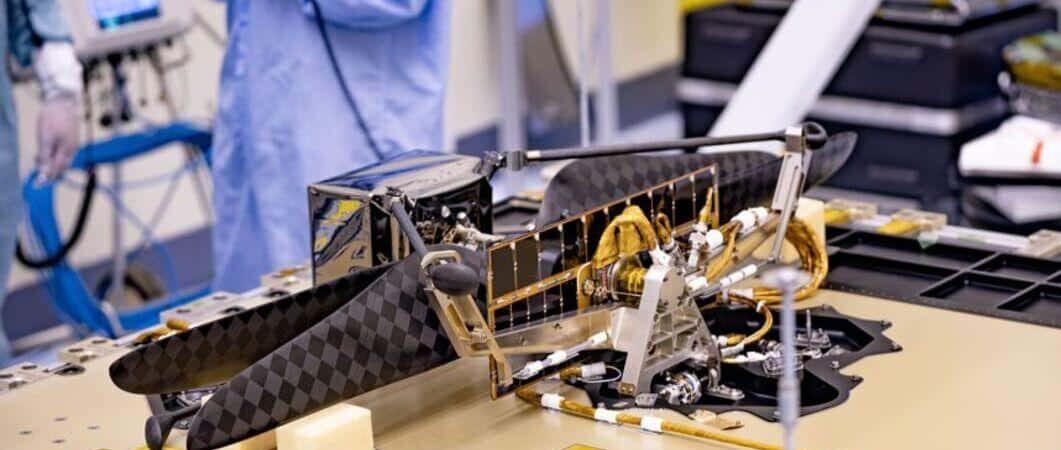 Ingenio durante el montaje en el laboratorio de propulsión a chorro de la NASA (JPL).