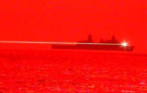 Marinha americana testa canhão a laser montado em navio