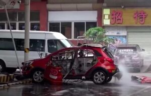 Carro elétrico explode na China durante carregamento