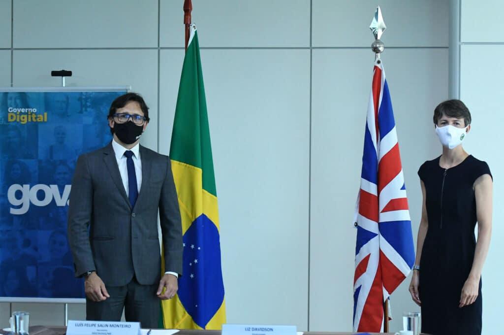 Secretário de Governo Digital do Ministério da Economia, Luis Felipe Monteiro, e ministra-conselheira e encarregada de Negócios da Embaixada Britânica, Liz Davidson.